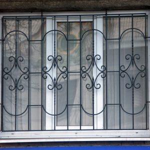 Кованые оконные решетки Классическая кованая решетка на окно Арт. Р-007 Norkovka