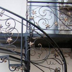 Кованые лестницы Кованая лестница с изогнутыми элементами Флора Арт.Л-014 Norkovka